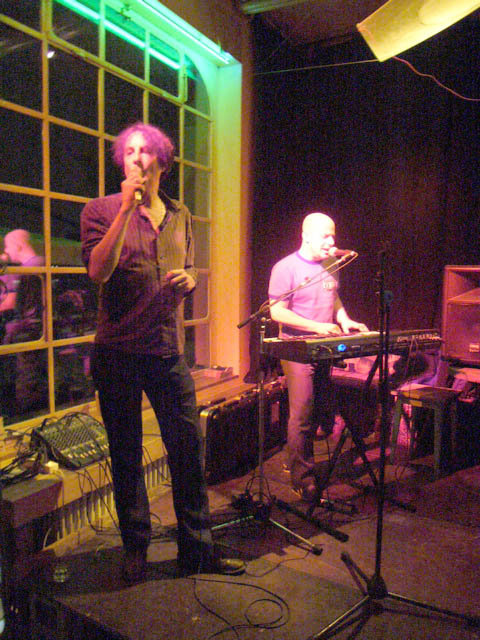 /dms480  /cargobar-event-pictures/2006/04/27-Purveyors-of--Uneasy-Listening--Music--/20060427_jc_anphibius03.jpg