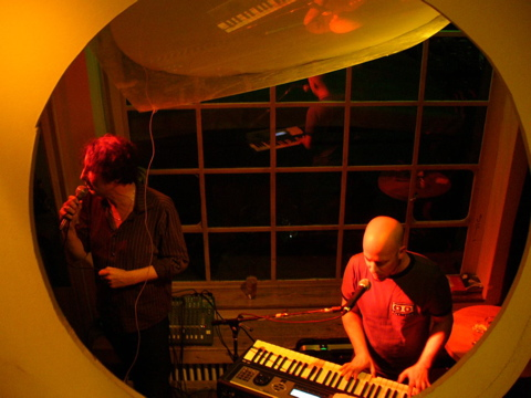 /dms480  /cargobar-event-pictures/2006/04/27-Purveyors-of--Uneasy-Listening--Music--/20060427_jc_anphibius08.jpg